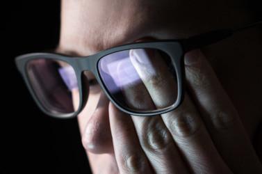 لماذا ضوء شاشة التلفاز سيئ بشكل خطير لعينيك..إليك ما يحدث لعينيك وعقلك عند مشاهدة التلفازأو أي شاشة جهاز  ليلا ؟