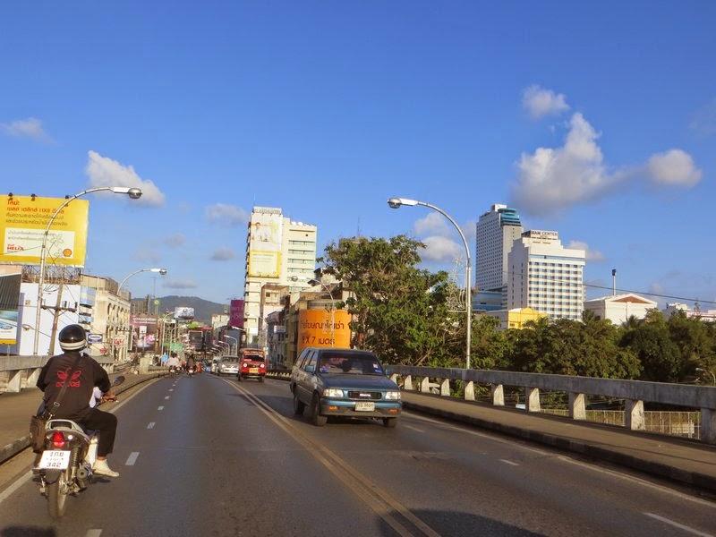 Мост в городе Хатьяй