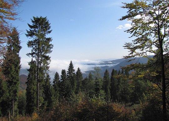 Widok na wschód na zejściu z południowego wierzchołka Kraczonika.