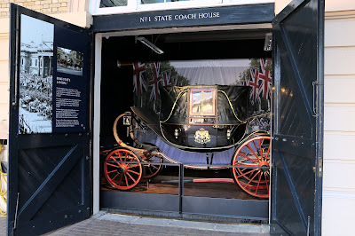 Semi-state Landau at the Royal Mews, Buckingham Palace