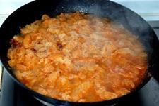 Añadir el caldo y cocinar