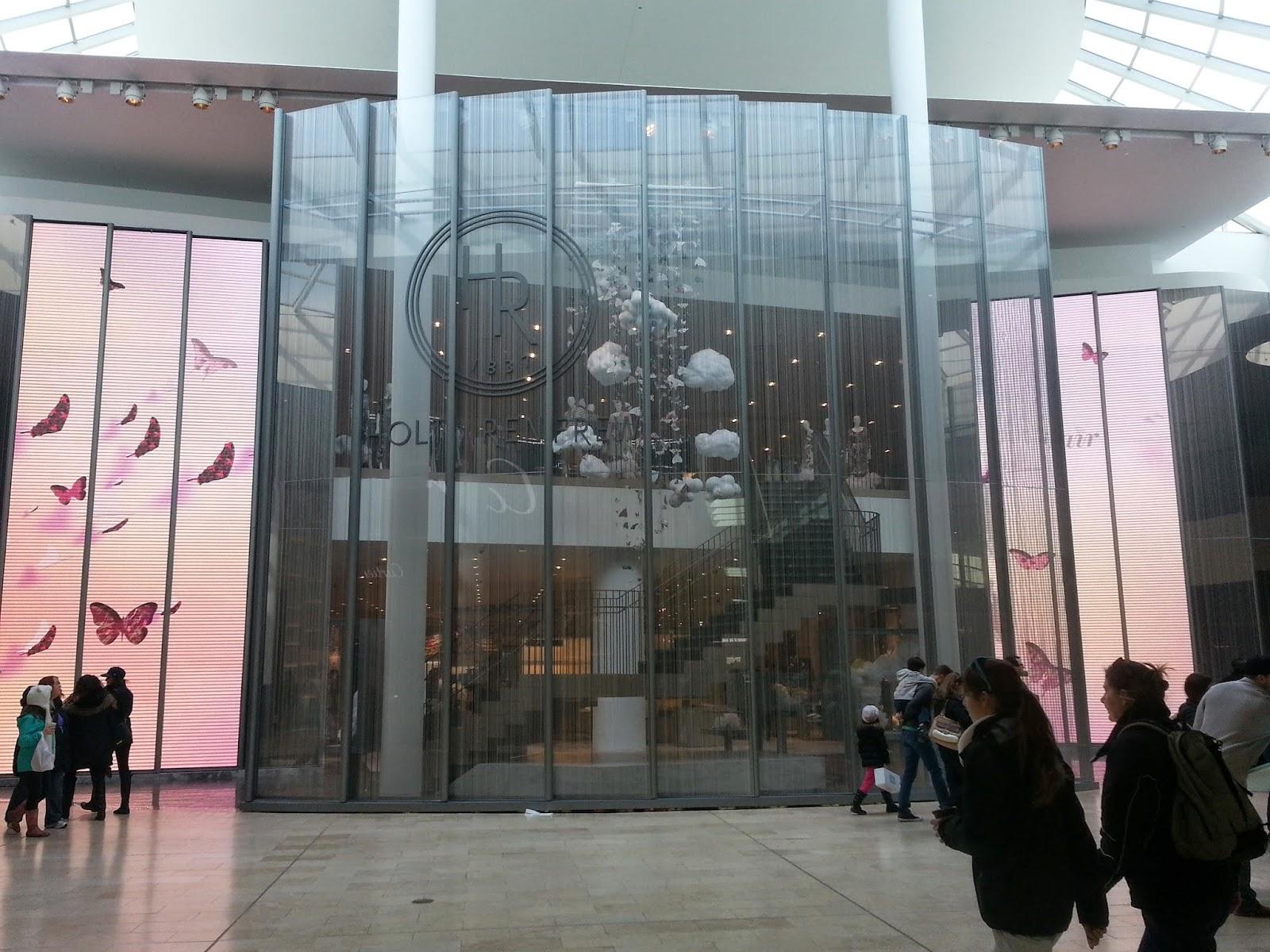 Shopping At Yorkdale Mall Suomalaisperheen El 228 M 228 228 Torontossa