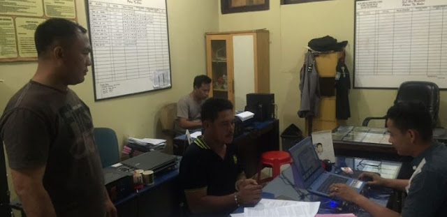 Penarik becak di Tanjungbalai tersangka pemilik narkoba saat di kantor polisi.