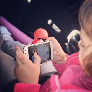 Consejos para padres y madres sobre la compra y uso de Internet y del smartphone de forma segura por parte de los hijos.