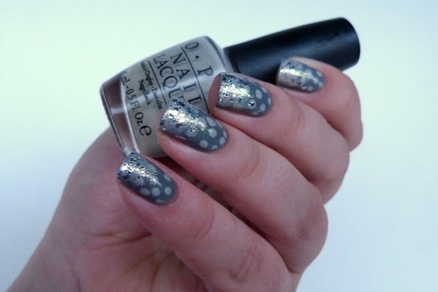 Nageldesign in Grau