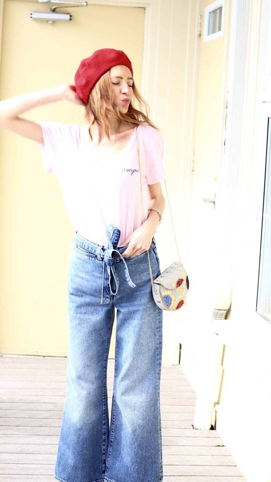 Bonjour t Shirt, High Waist Baggy Denim, Spring jean trends 2018, mom jeans, american eagle