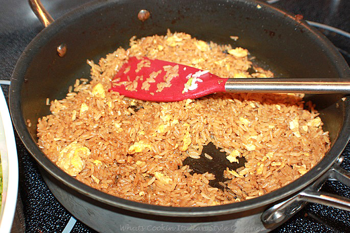 this is how to make plain stir fried rice in a fry pan on top of the stove