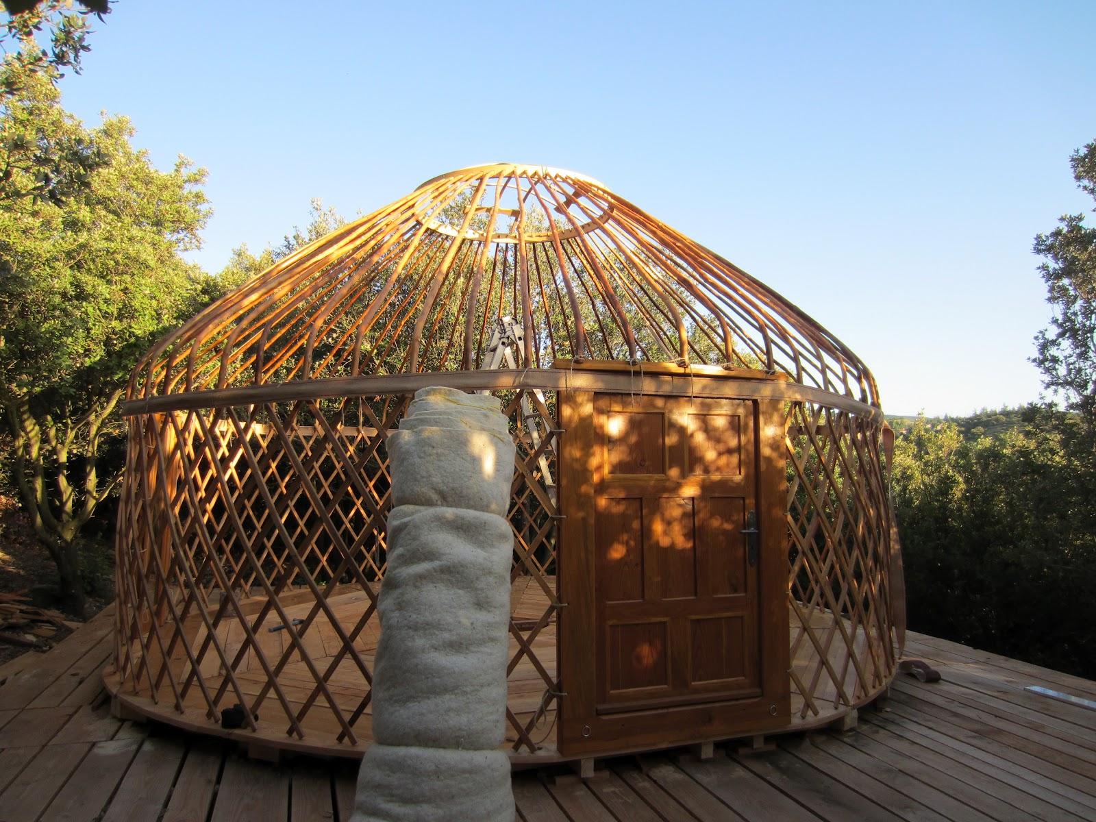 l 39 atelier des coureurs des bois une yourte en pays cathare. Black Bedroom Furniture Sets. Home Design Ideas