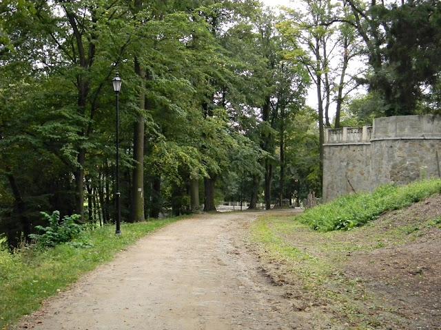 Park w Kamieńcu Ząbkowickim.