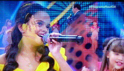 Vitória Andrade emociona representando o Vale do Ribeira no Programa Raul Gil