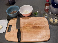 CLEANING WOODEN CUTTING BOARDS