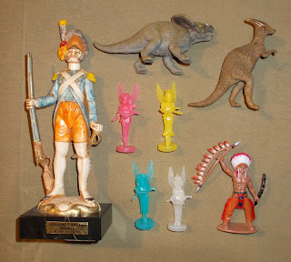 1 Carrara Marble Fontanini WHSmith Dinosaurs Plastic Toy Soldier Figures Fairies Ravensburger DSCN8527 Vintage Old Plastic Figures Board Game Pieces