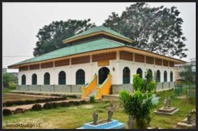 Wisata Sejarah ke Makam Koto Tinggi Siak