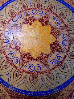 Роспись мебели в стиле мехенди