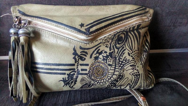 cassoco gourmande de vie peindre le cuir pour renouveler un sac. Black Bedroom Furniture Sets. Home Design Ideas