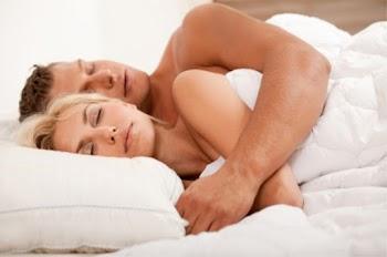 Τα 6 στάδια του ύπνου ενός ζευγαριού