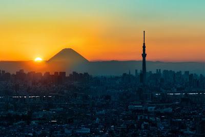 東京スカイツリーと富士山と夜明け