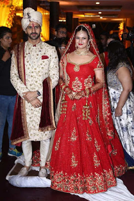 Divyanka Tripathi Wedding  Outfit, Divyanka Tripathi real wedding pics