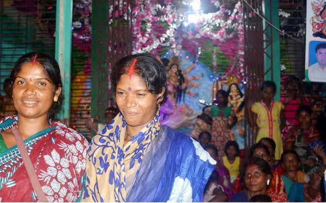 ধুনটে নারীরাই দূর্গোৎসবের সফল আয়োজক