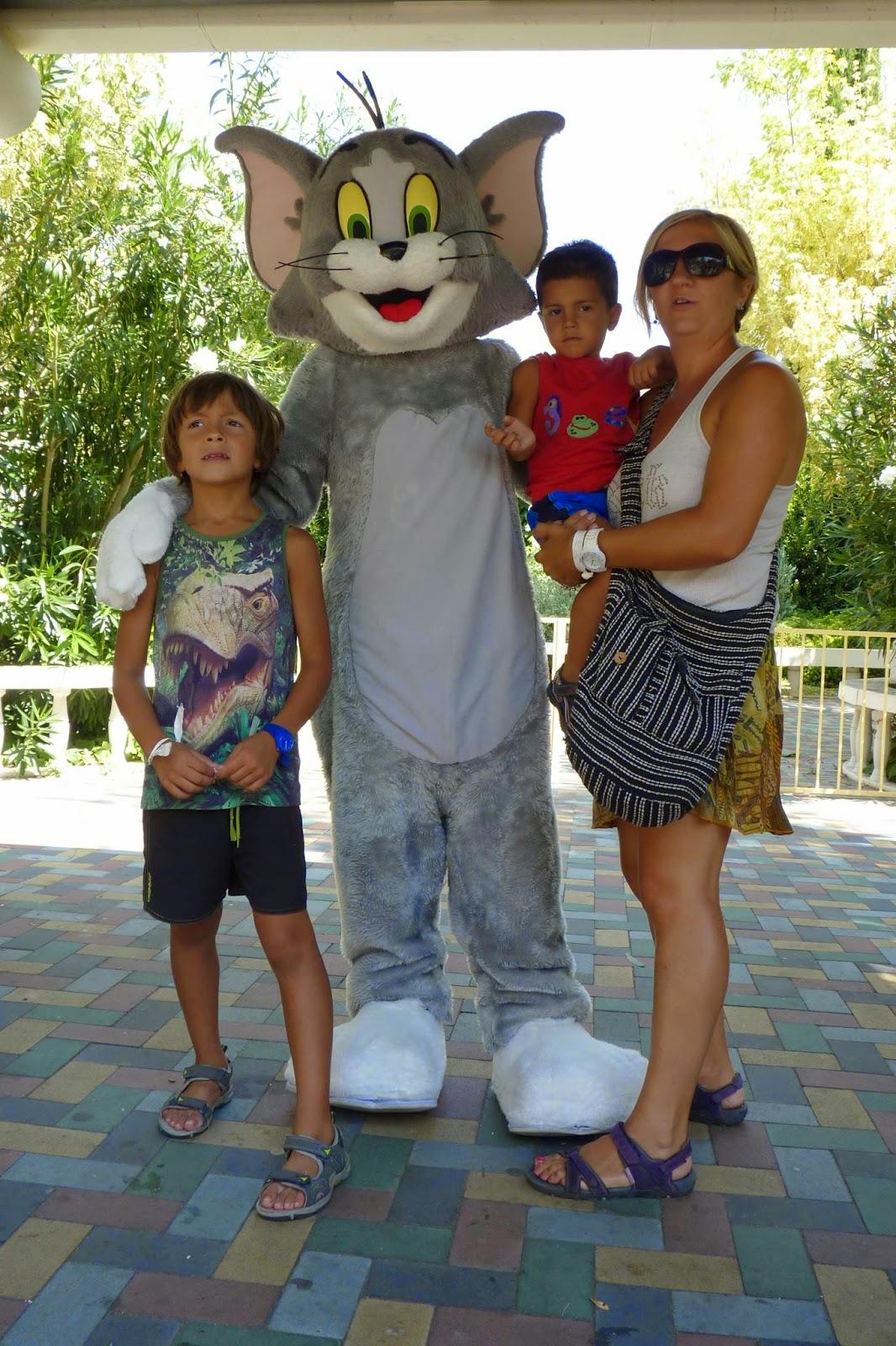 Yolanda, Izan y Joel con el Silvestre.