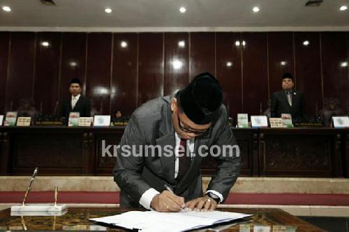 DPRD Provinsi Paripurna LKPJ Kepala Daerah Tahun 2016
