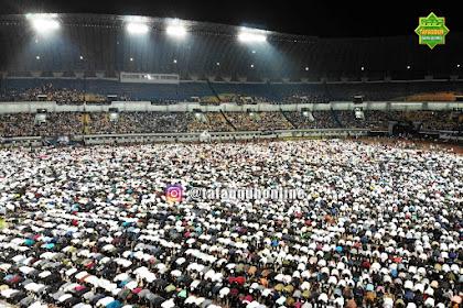 Penampakkan Jamaah Tabligh Akbar Ust Somad di Stadion GBLA Bikin Genderuwo Kejang-Kejang