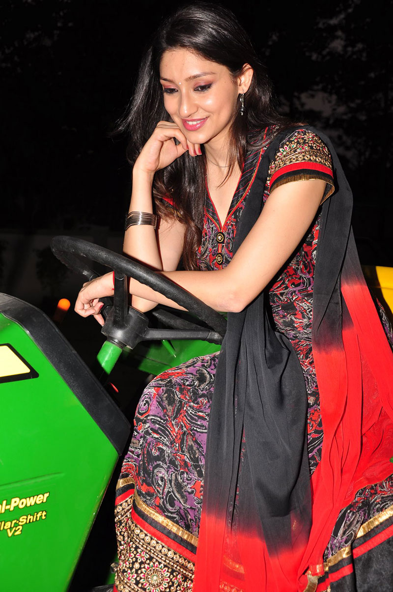 Fair cute Tanvi vyas wifelike photos at nenem chinna pillana logo launch