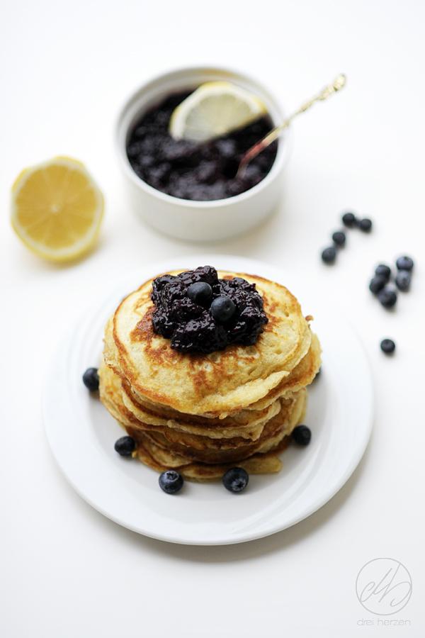 chia blaubeer marmelade mit zitrone das weltbeste pancakes rezept dreiherzen. Black Bedroom Furniture Sets. Home Design Ideas
