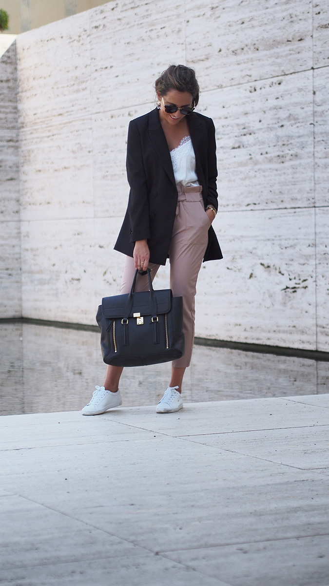 Streetstyle Barcelona - High waist pants, black HM blazer, lace top, lacoste sneakers, gucci sunglasses, philiip lim bag