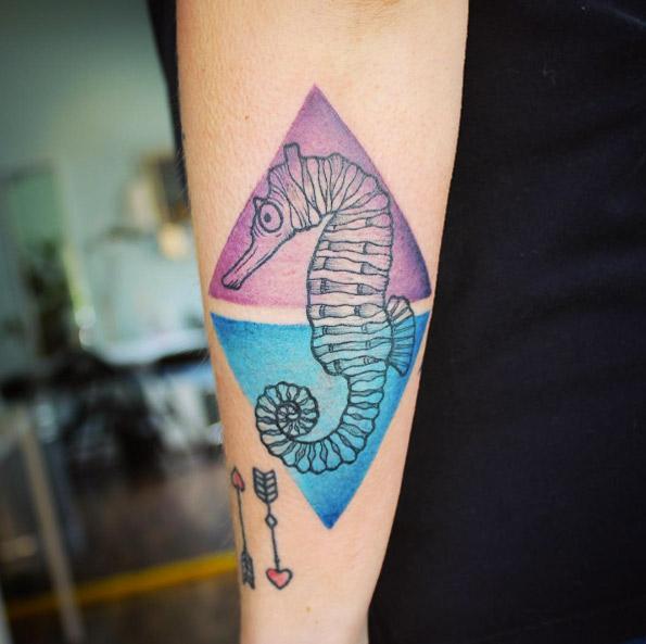 Tatuaje de caballito de mar de Emily Kaul