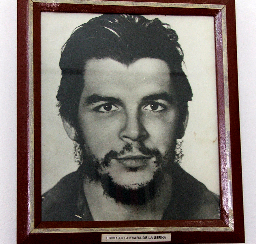 account of the life of ernesto guevara Ernesto 'che' guevara was born in rosario, argentina on june 14, 1928 his upbringing was a far cry from his later life, as his family was middle class and young guevara studied medicine at buenos aires university.