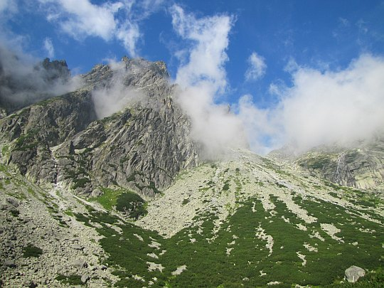 Pośrednia Grań (słow. Prostredný hrot, Stredohrot, niem. Mittelgrat, węg. Közép-orom, 2441 m n.p.m.)