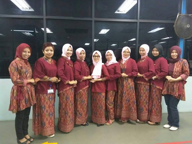 kompak seragam batik