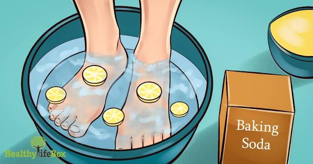Este simples mergulho nos pés eliminará todas as toxinas do seu corpo!