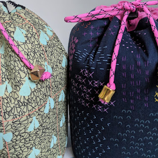 Jetset cinched bag - Sew Sweetness pattern, drawstring bags, beads on cord ends