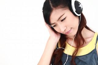 http://manfaatnyasehat.blogspot.com/2014/03/manfaat-mendengarkan-musik-untuk-kesehatan.html