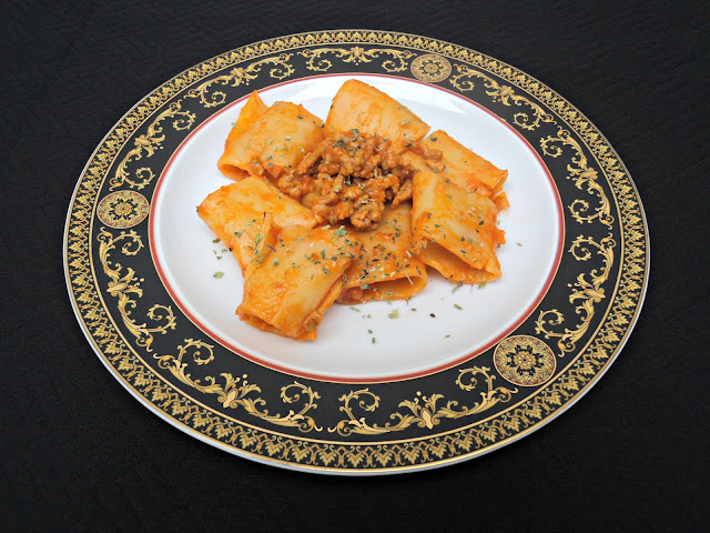 paccheri-macarrones-grandes-boloñesa-plato