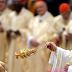 Aléjense de la codicia y el materialismo, dice el Papa Francisco en misa de nochebuena.
