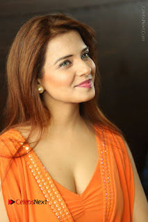 Actress Saloni Aswani Pos in Short Dress at Meelo Evaru Koteeswarudu Movie Interview  0027.JPG
