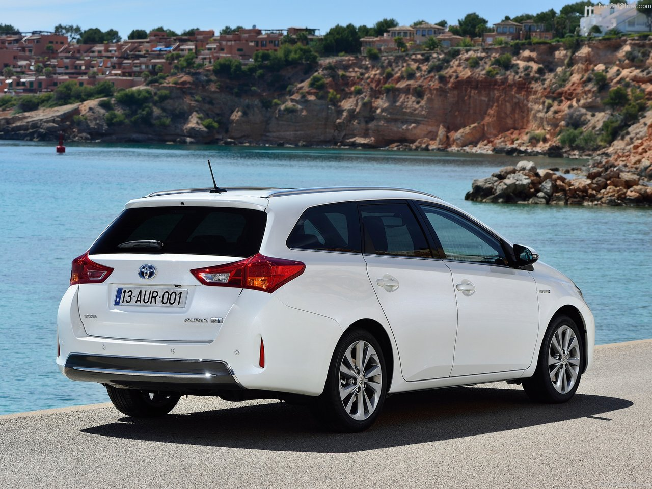 toyota auris touring sports 2014. Black Bedroom Furniture Sets. Home Design Ideas
