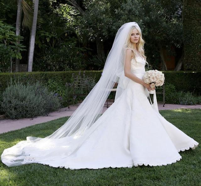 Avril Lavigne Wedding Gown: Red Carpet Dresses: Avril Lavigne