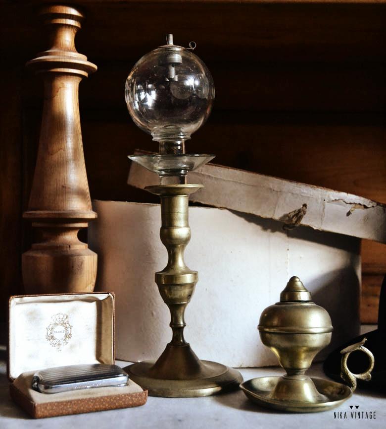 antiguedades decocorativas, vintage, antiguo farol de carruaje, bombín, lamparas de aceite, bolsos vintage, red joya de azabache, portaplumas cristal