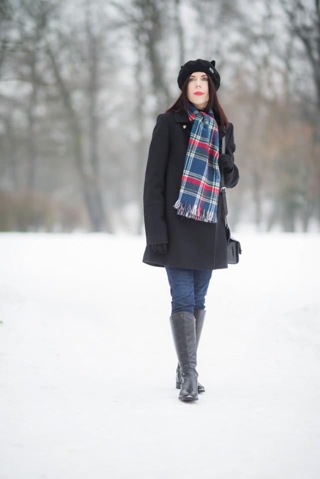 zimowa stylizacja z beretem