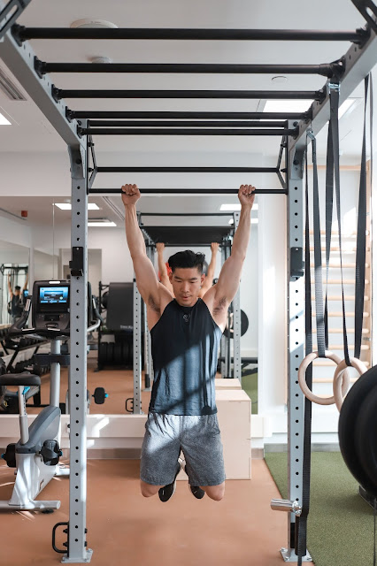 Leo Chan and his superset upper body workout at Hotel St. George Helsinki