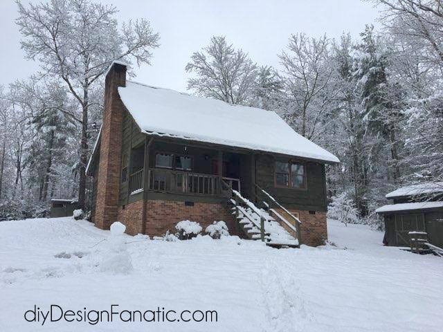 mountain cottage, snow, cottage, farmhouse, diyDesignFanatic.com