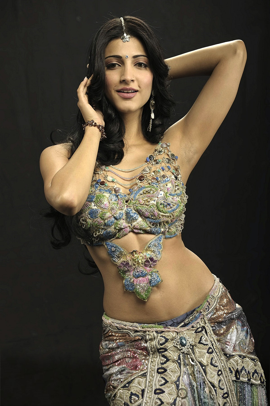 Shruti Hassan\'s Hot Curvy Photos from the Movie Anaganaga O ...