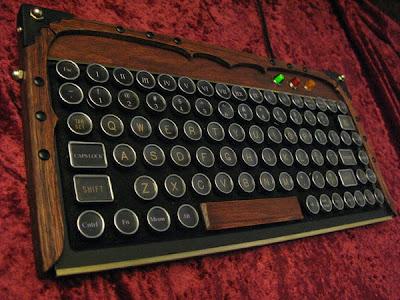 Diseño de teclado para computadora  único al estilo steampunk