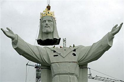 Ba Lan hoàn tất việc dựng tượng Chúa Giê-su lớn nhất thế giới - Ảnh minh hoạ 5