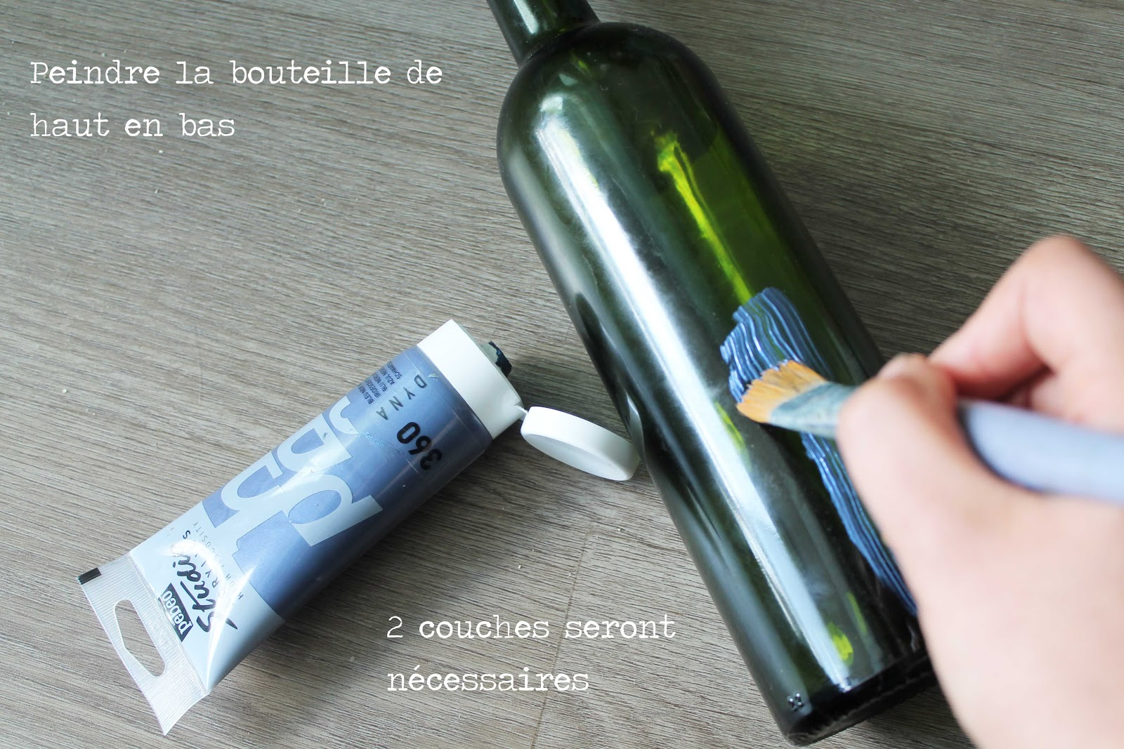 diy recycler une bouteille de verre en soliflore avec de la peinture. Black Bedroom Furniture Sets. Home Design Ideas