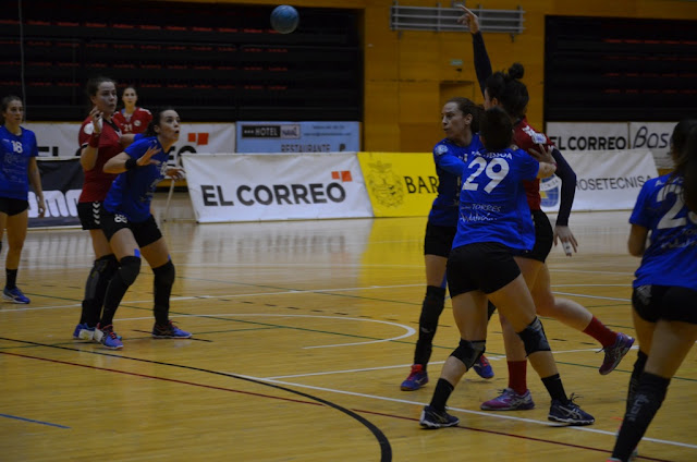 Balonmano | El Zuazo pierde con el Málaga y deja apretada la lucha por meterse en Europa